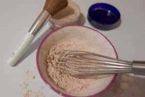 A super simple and easy homemade translucent powder. Only two ingredients!