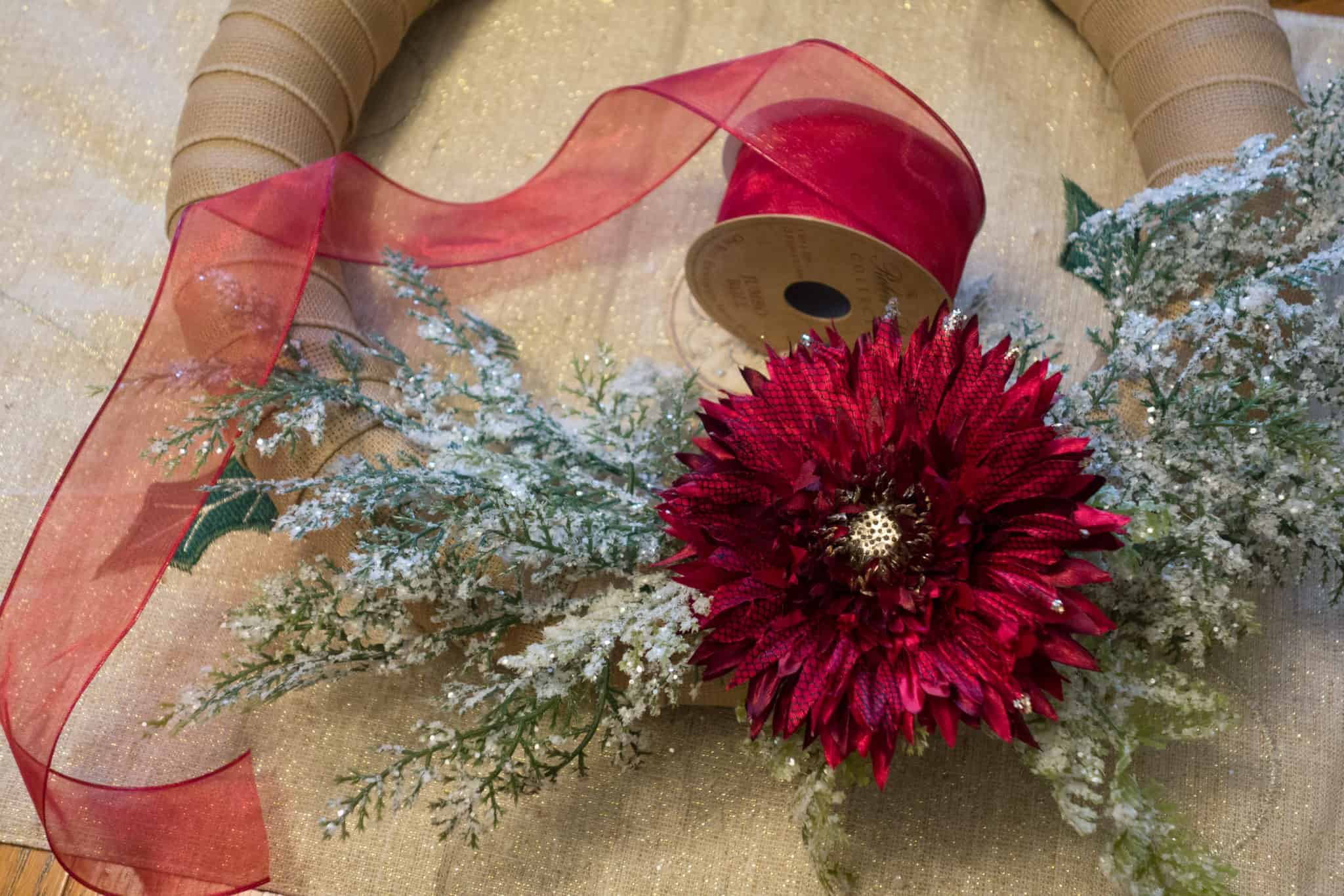 A super simple and lovely DIY Christmas wreath