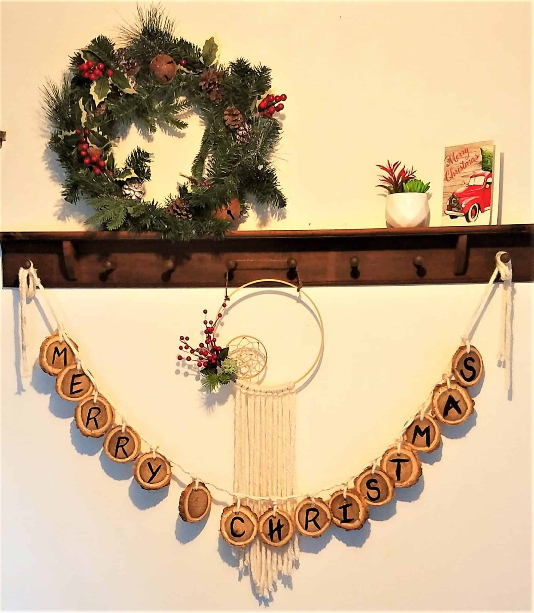 If you are looking for a holiday decor project, you have come to the right place. Here are 20+ amazing holiday wooden DIY projects.