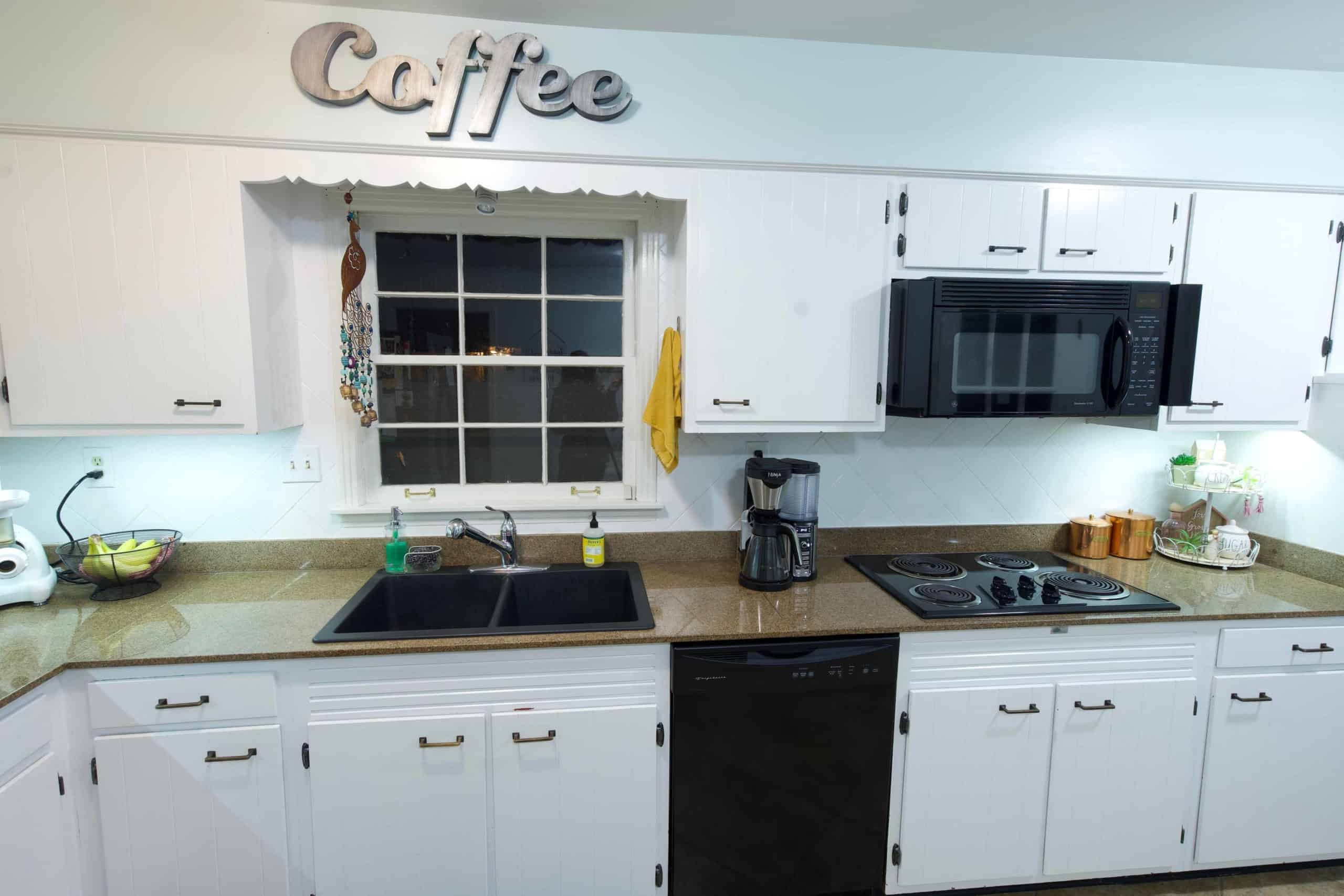 This DIY under cabinet lighting is so simple and will only take you 5 minutes to install! Extra light has never been so easy!