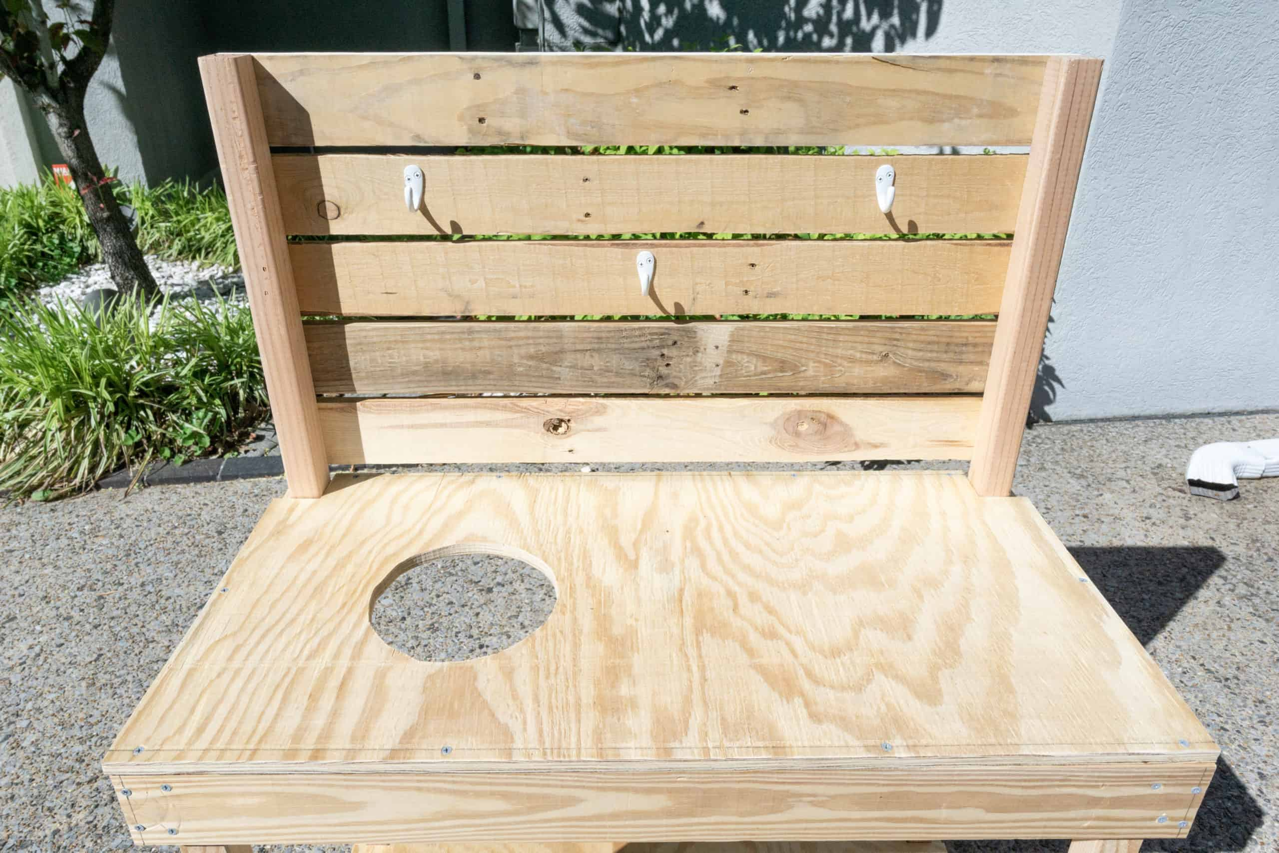 DIY mud kitchen - a step-by-step for how to build an inexpensive mud kitchen for your kids.