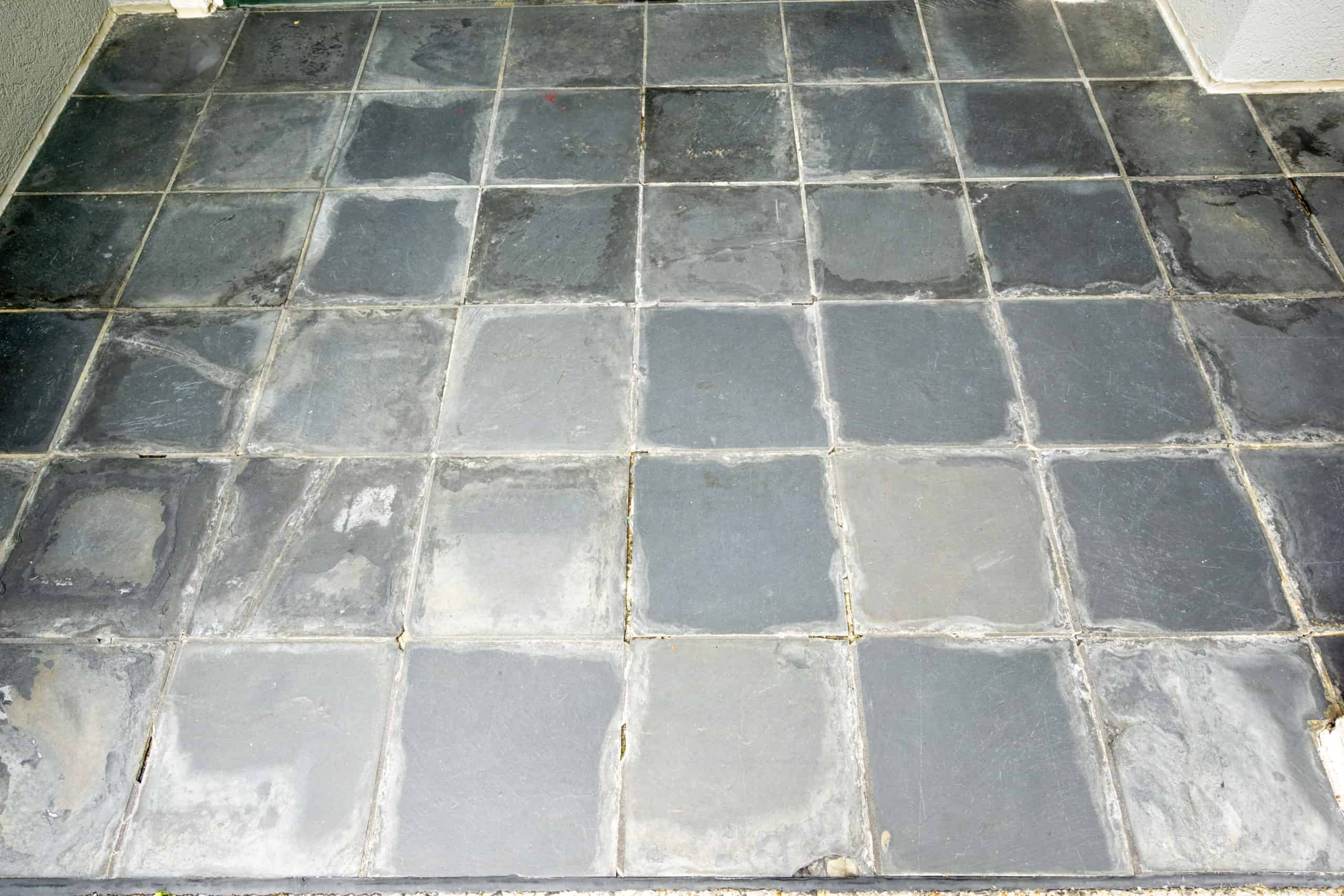 Do you have old slate tile that is starting to fall apart? Let me show you how to paint exterior slate tile and make it look brand new again!